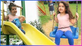 Zıpzıp park, Salıncak, Kaydırak ve Atlarla dolu bir çiftlikte kahvaltı keyfi l Çocuk Videosu