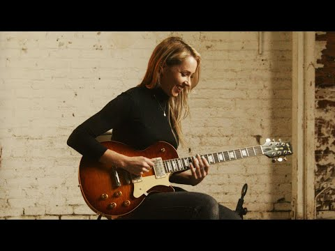 Arianna Powell Performs with the Heritage Custom Core H-150 Artisan Aged