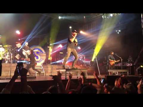 Cole Swindell live in Orlando Let me see ya girl / Closer (Chain Smokers cover)