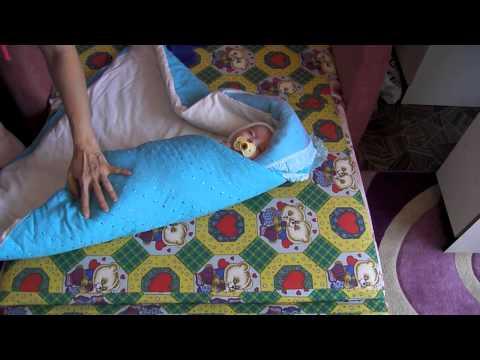 Как завернуть ребенка в прямоугольное одеяло видео