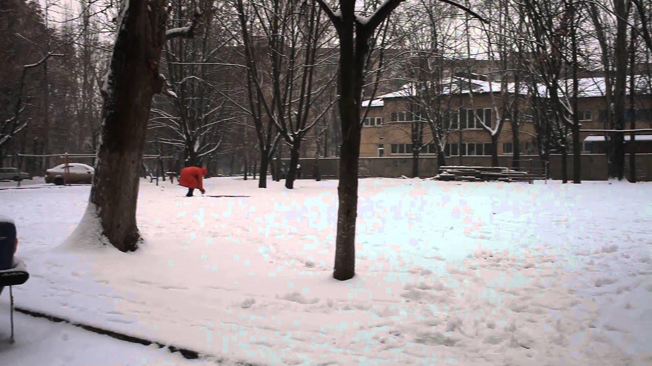 Teppich Ausklopfen Auf Dem Schnee In Krivoj Rog Youtube