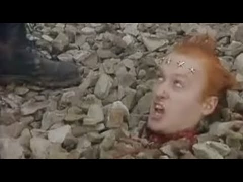 Vyvyan loses his head - The Young Ones - BBC comedy