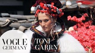 Toni Garrn beim Shooting für VOGUE Juli 2015