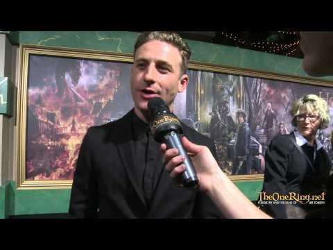 Dean O Gorman meets the girls at the Hobbit Premiere