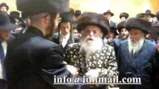 Wedding grandchild of radmishla rebbe in London Shvat 5770