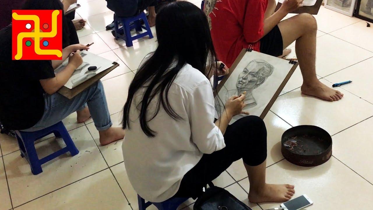 Lớp Vẽ Thầy Quỳnh ngày 24 tháng 7 năm 2019 – Trang bé vẽ Tượng thi KT 2018