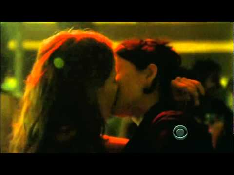 Kalinda and Donna kissing - The Good Wife