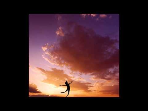 а северный ветер, за Кругом Полярным-где вечно зима и мороз- на карте Вселенной рисует снежинки для девочки с улицы роз)))ЭТО ВСЕ ДЛЯ ТЕБЯ)) - Анжелика Варум - радио версия