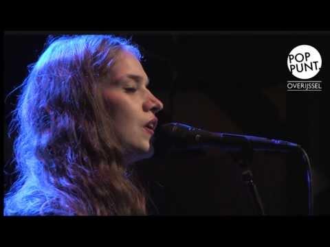 Chajah, live op showcasefestival  'De IJssel Stroomt Over'.