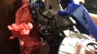 Optimus vs lockdown ( transformers stop motion )