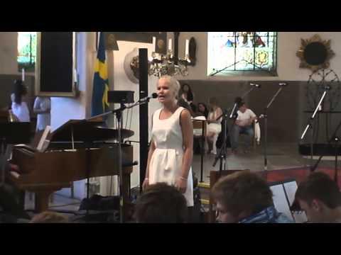 Mikaela Loord sjunger Strövtåg I Hembygden