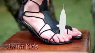 Anita Kids   Cocégas no pé da menina