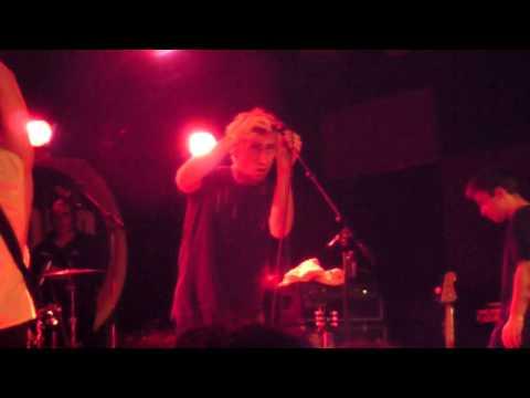 Bilderbuch - 'Feinste Seide' (Live at Vera, Groningen, January 16th 2015)