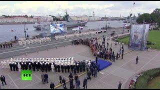 Владимир Путин участвует в праздновании дня ВМФ в Санкт-Петербурге