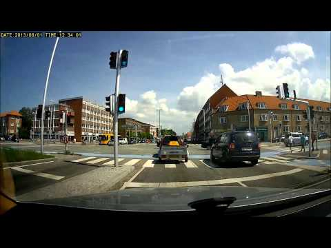 Multitude or jerks running red light - Bad drivers in Copenh