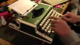 Olympia Traveller De Luxe typewriter