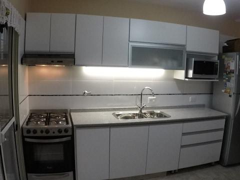 Alacenas vidriadas remodelacion de cocinas fabrica en for Remodelacion de cocinas