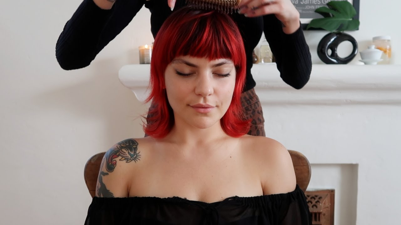 ASMR Massage | Light touch + brushing (Donna Missal)🍓