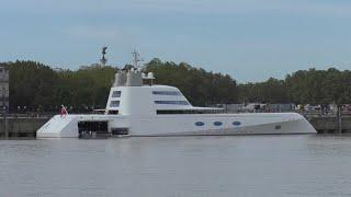 Le yacht de luxe A en escale à Bordeaux