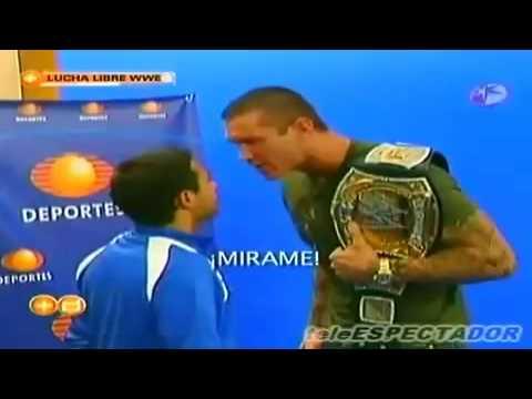 WWE-Randy orton attacks a TV reporter // WWE-Randy orton ataca a un reportero