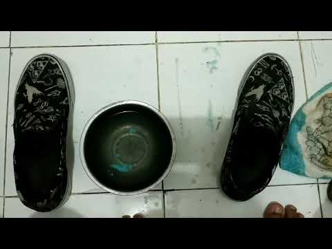 HOW TO CLEAN YOUR SHOE SOLES