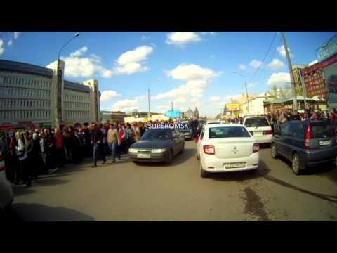 Любители халявы перекрыли одну из центральных улиц Омска