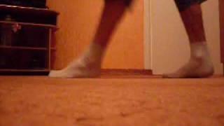 Урок Melburne Shuffle(Маленький урок Melburne Shuffle Tutorial lessons шафл школа Шаффлер шафл танцевать научиться КИКи выложу позже., 2009-11-06T20:08:38.000Z)