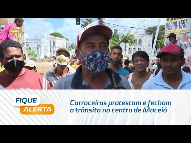 Carroceiros protestam e fecham o trânsito no centro de Maceió