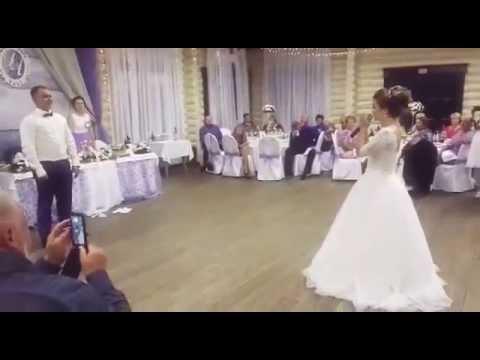 Жених на свадьбе читает рэп