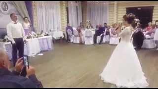 Невеста читает рэп жениху! Очень трогательно! Жених в шоке. Рэп на свадьбе👰