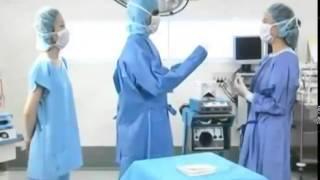 Как правильно надевать медицинский халат (халат хирурга)(Как правильно надевать медицинский халат (халат хирурга). Другую мед. одежду вы сможете найти на сайте http://www..., 2014-02-26T15:13:20.000Z)