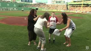 Man with no arms throws out the first pitch