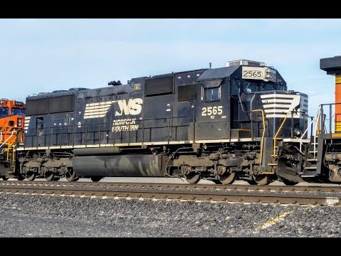 NS Standard Cab SD70 trailing on BNSF Oil train! - North Pasco