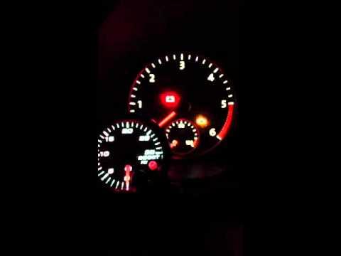 Speedhut 0-30psi Boost gauge in VW Jetta 125TDI - Closeup of Cluster