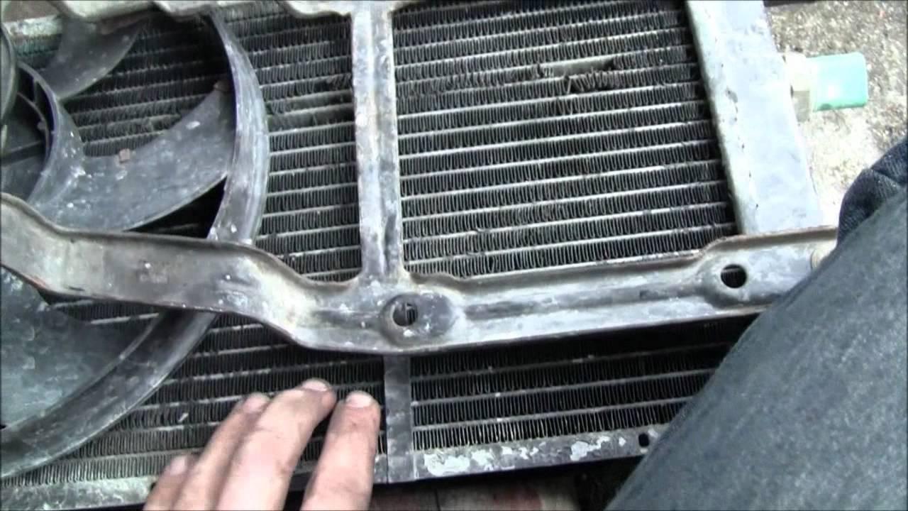 Replacing the radiator in my 98' Fiat Cinquecento - YouTube