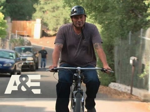 Barter Kings: Episode 18: Swingin' Deals and Screamin' Wheels | A&E