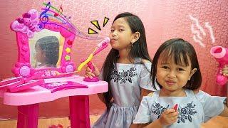 Jessica nyanyi fals banget 😜 Mainan Meja Rias Anak bisa Karaoke
