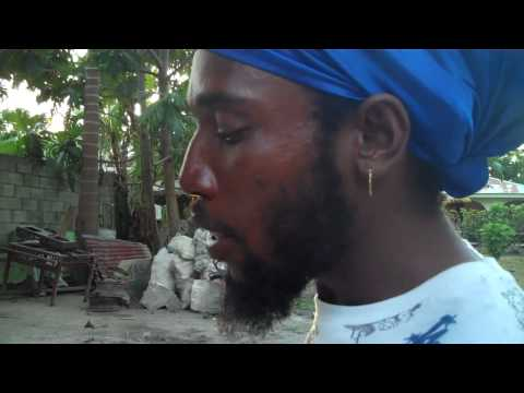 Keiwa the Messiah Rolling One Good Spliff in NEGRIL JAMAICA - the ultimate Jamaican tourguide