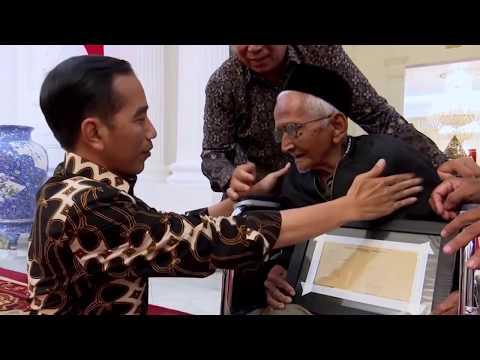 Nyak Sandang bertemu Presiden Jokowi from YouTube · Duration:  3 minutes 11 seconds