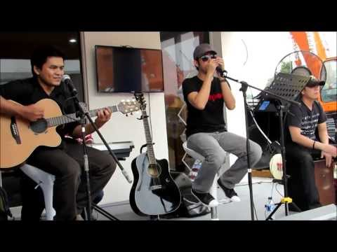 every-little-thing-she-does-is-magic(the-police)-acoustic-cover-the-mind-charger-live-@jiexpo