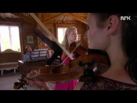 "Ragnhild Hemsing / Leif Ove Andsnes / Eldbjørg Hemsing: Music video ""Nattergalen"""