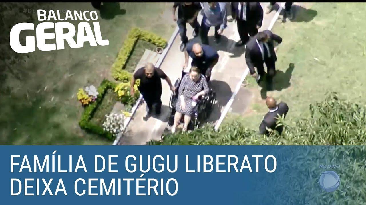 Família de Gugu Liberato deixa cemitério sob aplausos de fãs do apresentador