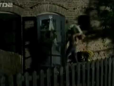 Under Siege - cake strip scene (Erika Eleniak).wmvKaynak: YouTube · Süre: 2 dakika8 saniye