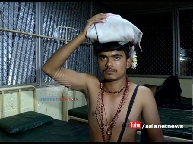 Sabarimala 2016 :  Police beaten ayyappa pilgrim in Sabarimala