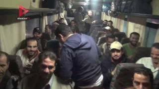 بالفيديو  الصيادون المفرج عنهم بالسعودية يرقصون فرحا بعودتهم إلى القاهرة