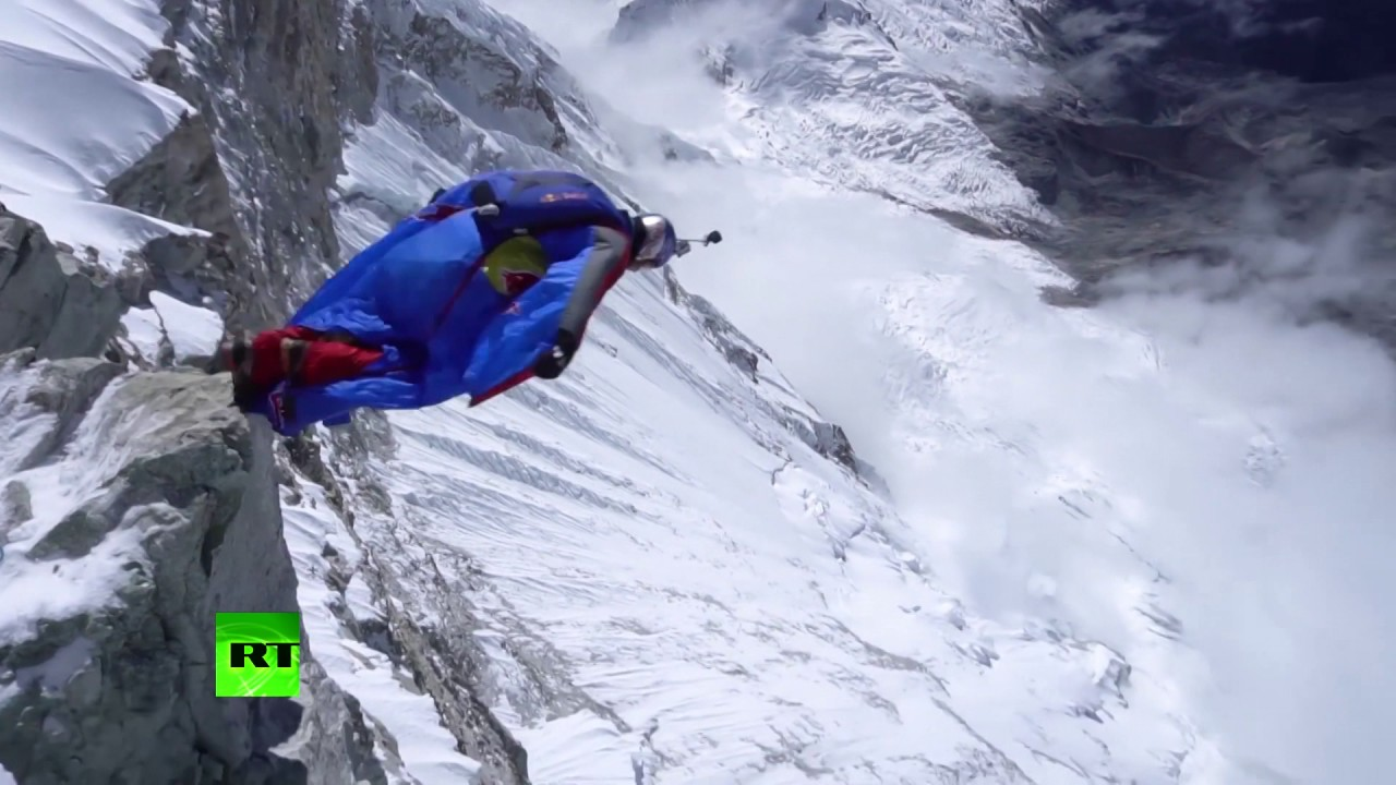 Freefall from 22,000 feet: Russian becomes 1st base-jumper to jump from Peru's highest peak