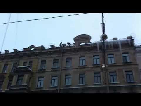 Icepickers on a roof  in St. Petersburg: dangerous job