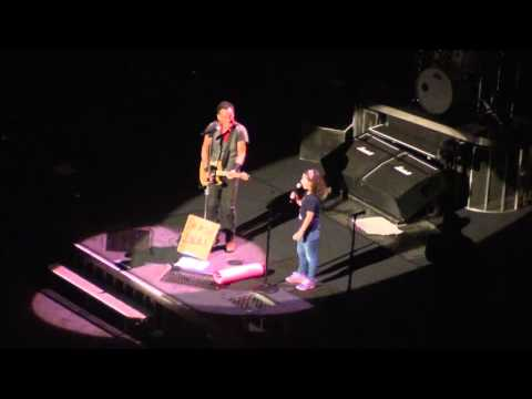 Bruce Springsteen - 10 yr old fan sings Blinded by the Light - Barclays Center - Brooklyn - 4/25/16