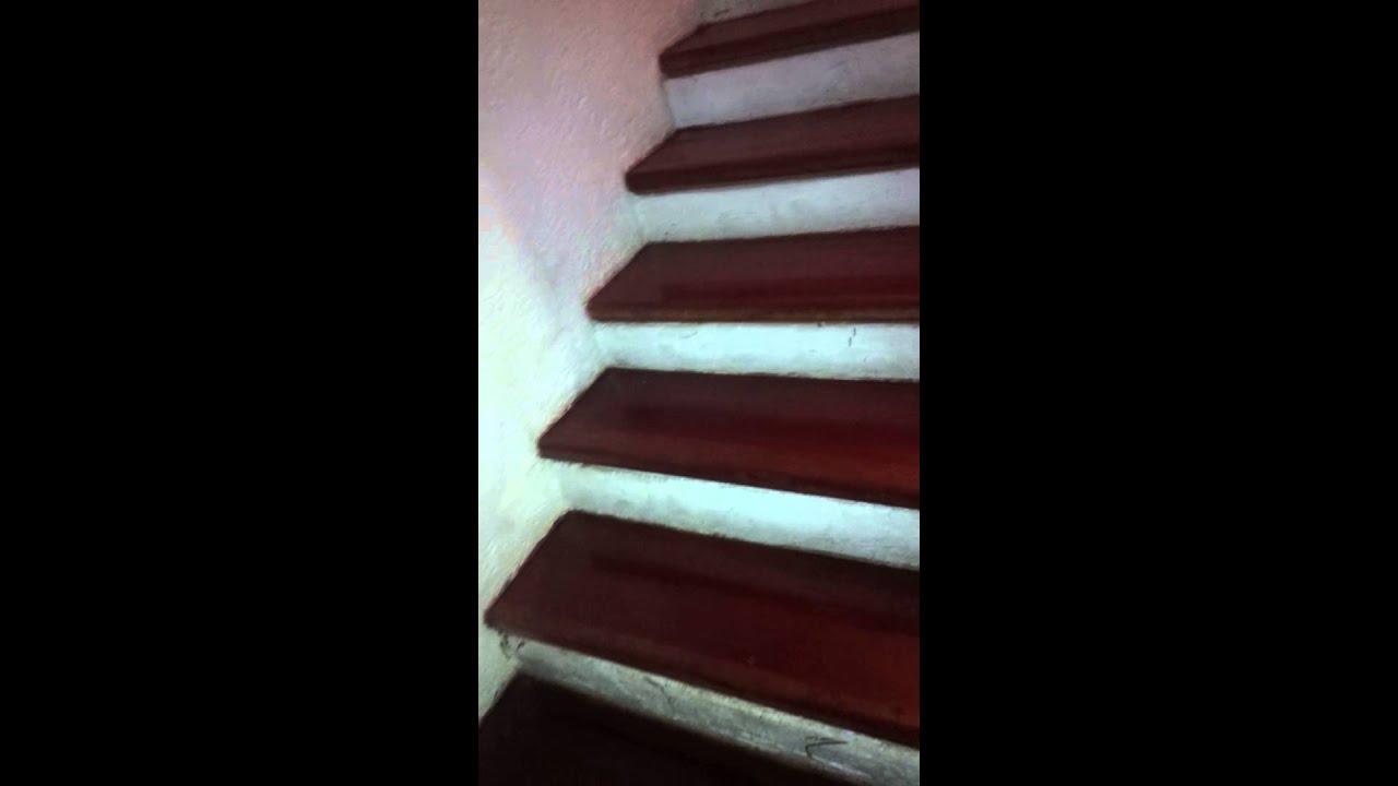 Como barnizar escaleras de madera terminado youtube for Escaleras de madera para pintor precios