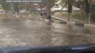 Легковушка спровоцировала ДТП с автобусом, потоп в центре города